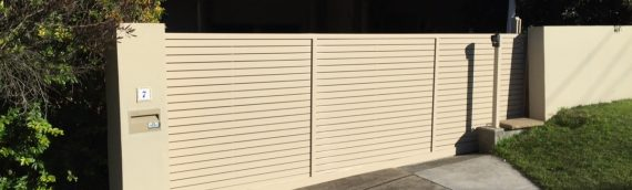 Gallery – Slatted Timber & Powder Coated Aluminium Privacy Screens 001