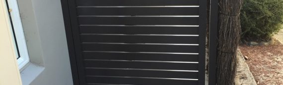 Gallery – Slatted Timber & Powder Coated Aluminium Privacy Screens 002